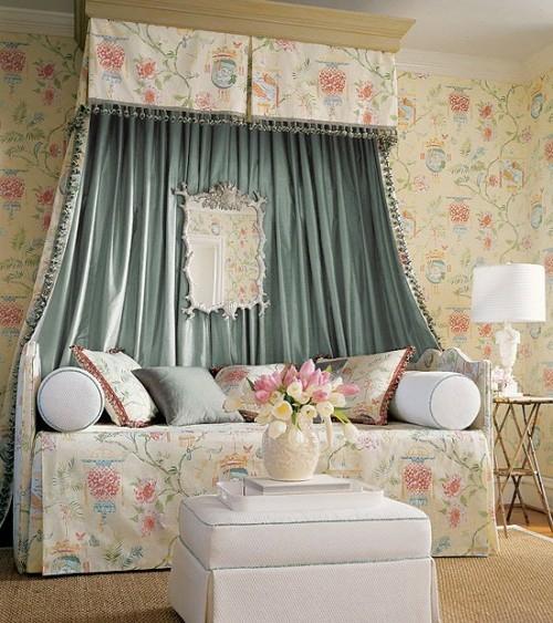 klassisch himmelbett verzierung elemente bunt schlafzimmer