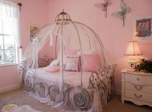 Kinderzimmer ideen für mädchen prinzessin  Kutschenbett im Kinderzimmer - 14 coole Ideen für schicke Ausstattung