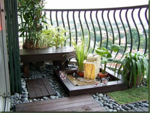 klein gemütlich hochmodern balkon holz dunkel gitter pflanzenarten exotisch