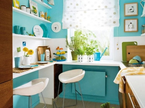 kleine küchen desings kompakt wandregale blau wände