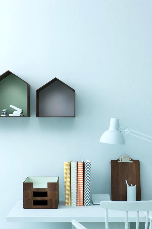 kombinierte möbel aus naturzholz zart farben weiß schreibtisch
