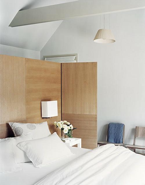 kopfteil im schlafzimmer trennwand holz schlicht weiß bettwäsche