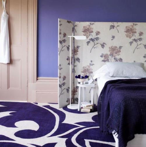 kopfteil im schlafzimmer trennwand lila farbtöne