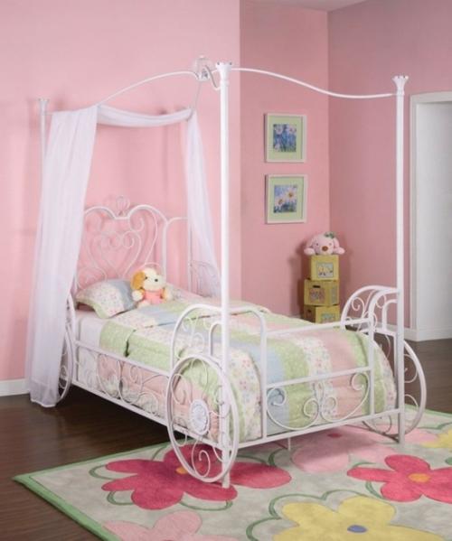 kutschenbett im kinderzimmer 14 coole ideen f r schicke ausstattung. Black Bedroom Furniture Sets. Home Design Ideas