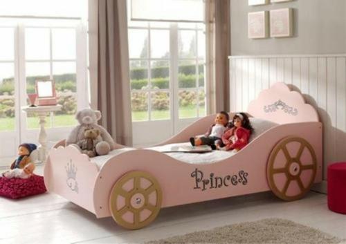 kutschenbett im kinderzimmer idee mädchen froh design