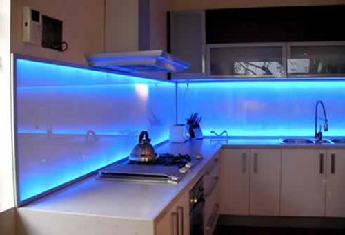 kreative k chenspiegel ideen 30 coole vorschl ge f r. Black Bedroom Furniture Sets. Home Design Ideas