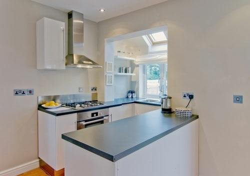 minimalistisch schick kleine küche design idee weiß