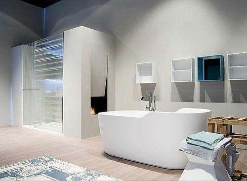 minimalistisch stil design idee badezimmer badewanne einbaukamin