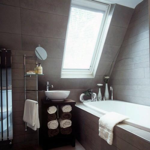 modern dachfenster badezimmer dachgeschoss badetücher