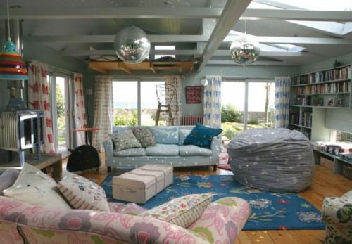 modernes Interieur mit Discokugeln angenehm bemerkenswert hängend