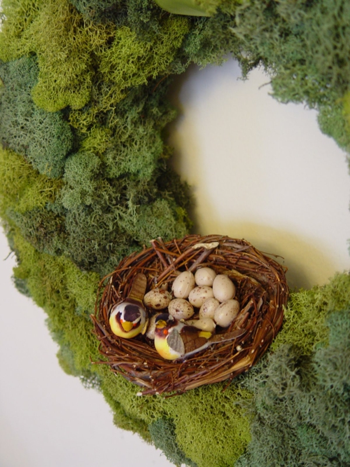 Thematischer Mooskranz zu Ostern osternest ostereier dekoration