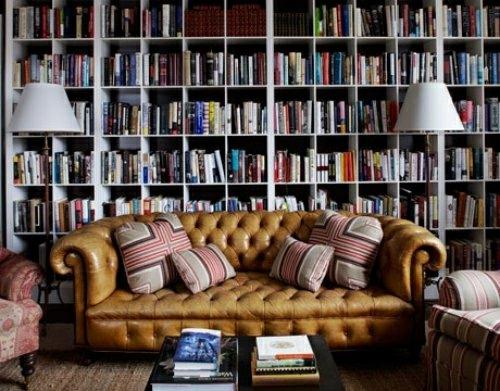 perfekte einrichtung der hausbibliothek eingebaut wandregale ledersofa luxus