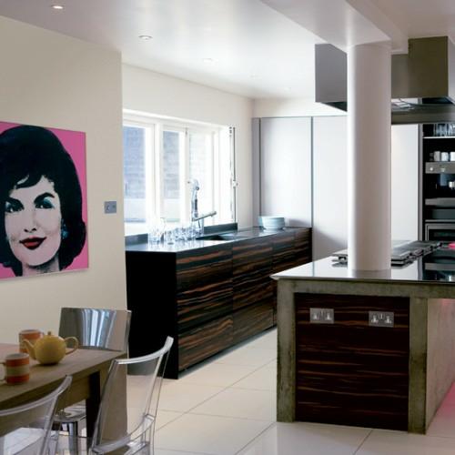 pop-art wanddeko ideen bunt akrylstühle esszimmer