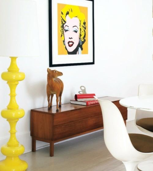 schrille Pop-Art Wanddeko Ideen merilyn monrou gelb anrichte holz