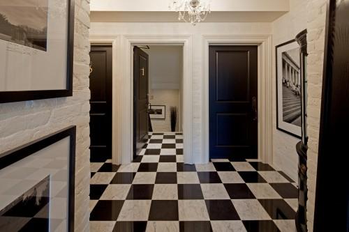 praktische schwarze innentüren schwarz weiß fliesenboden