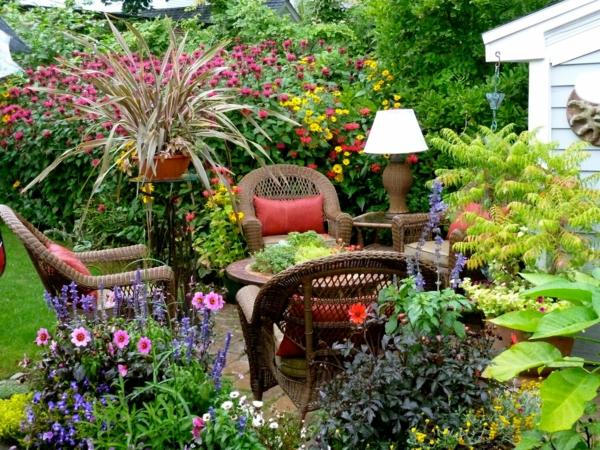rattanmöbel gartenbau sitzecke tisch sessel kübelpflanzen sommerblumen