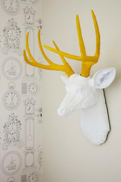 rehkopf gelb weiß deko wand kinderzimmer design muster