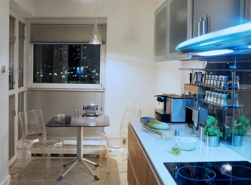 schicke design ideen kleine küche akryl stühle nacht