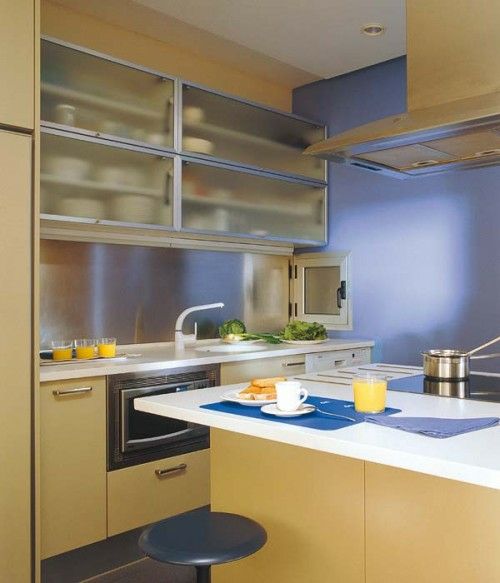 schicke design ideen kleine küche glas gelb farbe