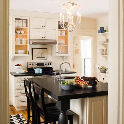 Hölzerne und metallische texturen in der küche interessant