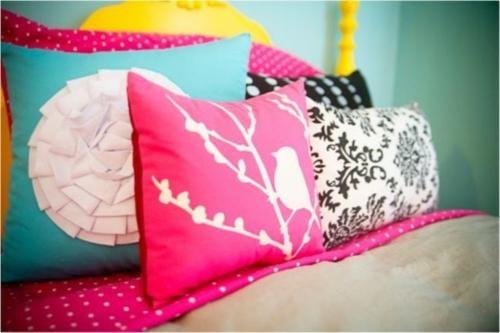 schlafzimmer design idee bunt originell kissen