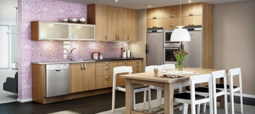 skandinavisch küchen design trennwand tapeten lila holz ausstattung
