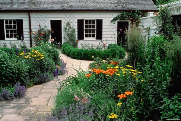 sommerpflanzen lilien englischer garten gartenbau gehweg anlengen gartenfliesen