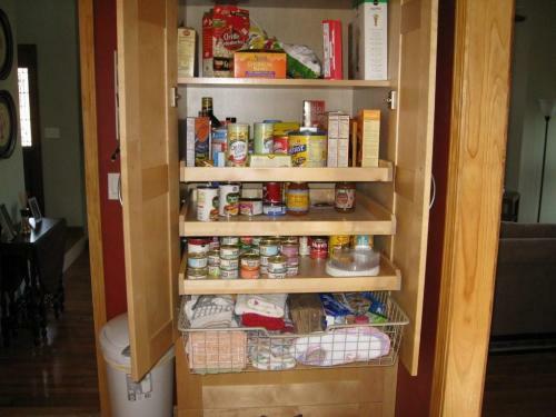 speisekammer holz küchenschrank aufbewahren lebensmittel gewürze