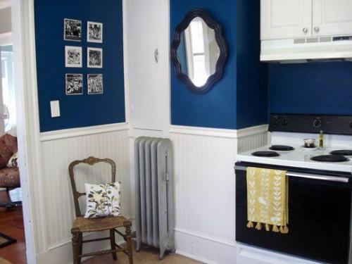 spiegel im küchenbereich blau klassisch rahmen idee holz stuhl