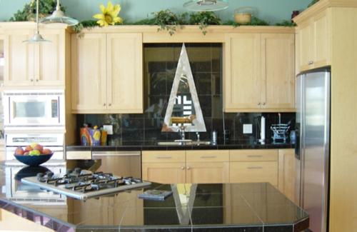 spiegel im küchenbereich dreieck holz ausstattung