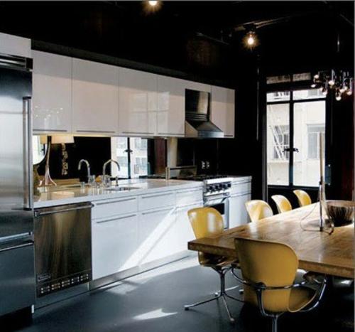 spiegel im küchenbereich glanzvoll texturen weiß küchenmöbel
