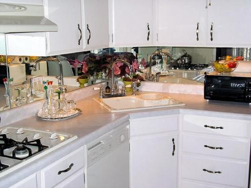 spiegel im küchenbereich weiß möbel kochherd küchenspiegel