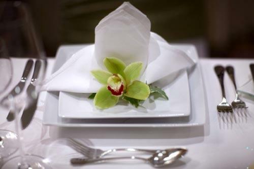 stilvolle teller besteck orchideen deko edel