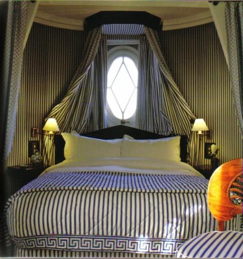 streifen schlafzimmer blau weiß himmelbett idee