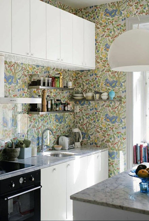 tapeteten im küchenbereich klassisch weiß schwarz design