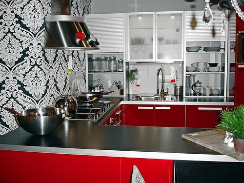 tapeteten im küchenbereich klassisch weiß schwarz extravagant