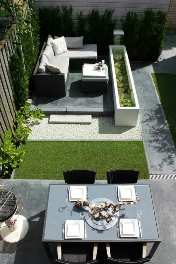 terrassengestaltung gartenmöbel rattansofa couchtisch esstisch stühle gartenzaun holz