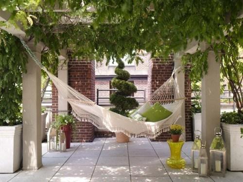 tolle Hängematte Garten beige Veranda Design