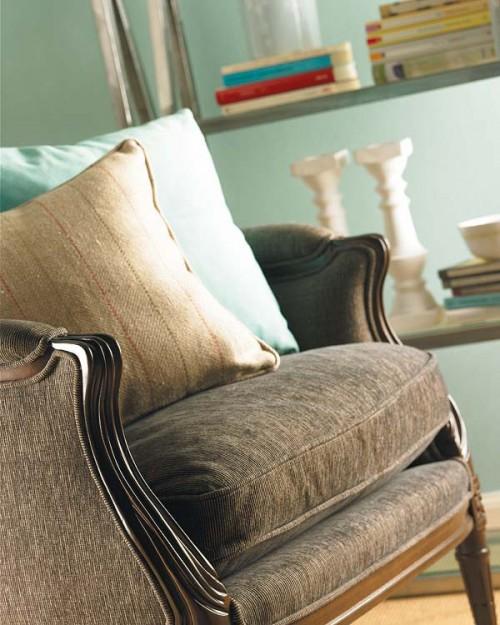 unterschiedlichen Stoffen Elegantes Zimmer Türkis braun Sessel Kissen