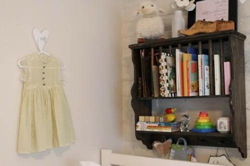 wand  buch deko idee kinderzimmer design kleid mädchen