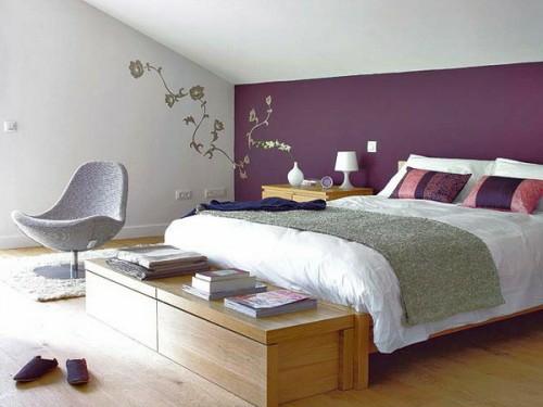 Wand Verzierung Lila Wand Dachgeschoss Schlafzimmer Sessel Modern