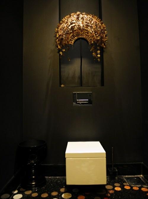 wc dunkle wände luxus badezimmerboden idee