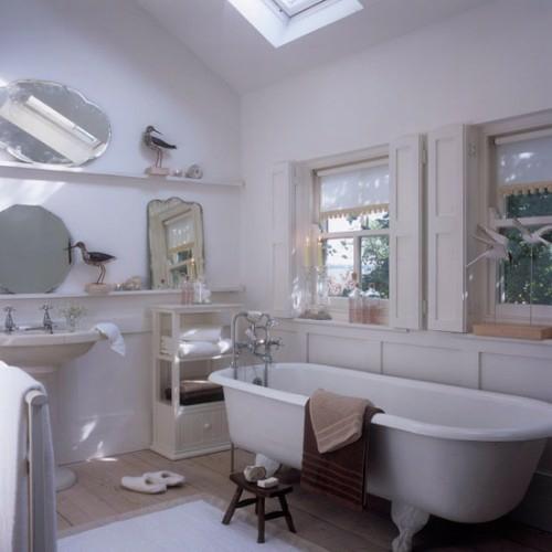 weiß design badezimmer dachgeschoss spiegel