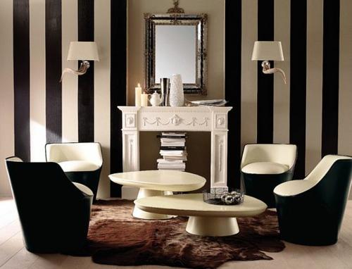 wohnzimmer fellteppich schwarz weiß streifenwand deko sessel bequem attraktive Wanddekoration mit Streifen
