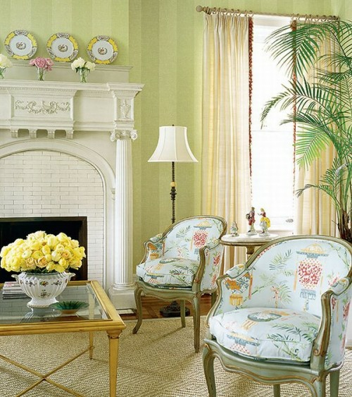 ziegel einbaukamin weiß blumen rosen gelb niedrig holz tisch klassisch rustikal interieur