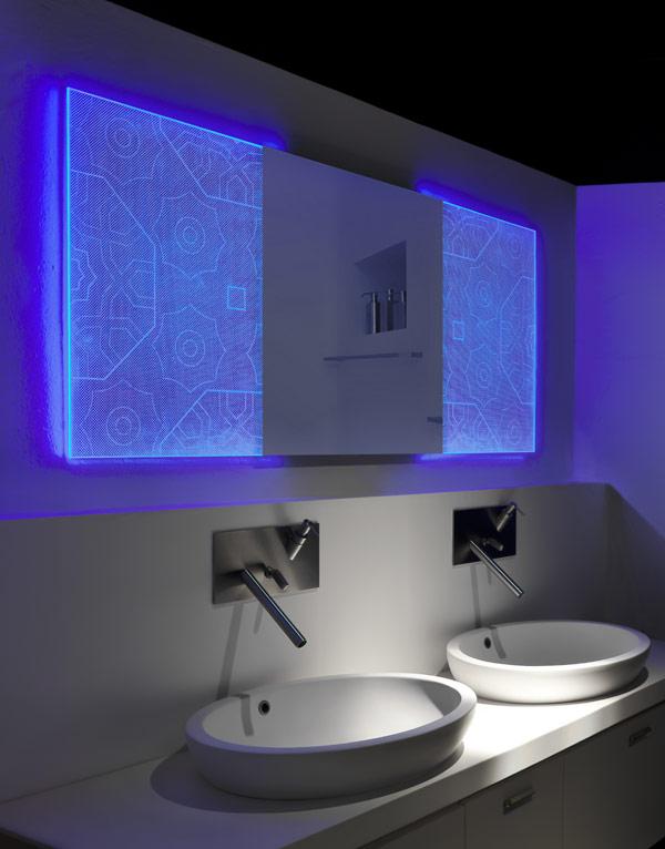 Badezimmerspiegel holografischem Effekt Elia Felices cooles Badezimmer