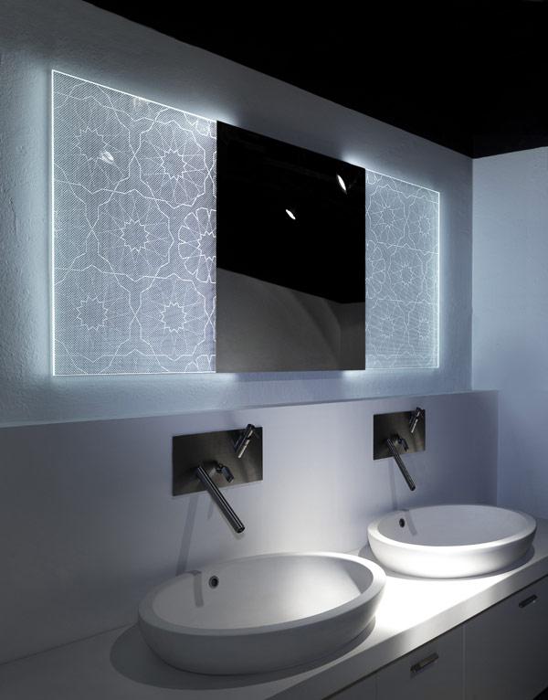 Badezimmerspiegel holografischem Effekt Elia Felices fantastisches Waschbecken