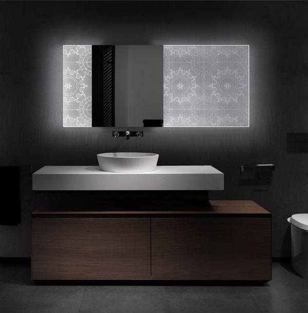 Badezimmerspiegel holografischem Effekt Elia Felices romantisches Waschbecken