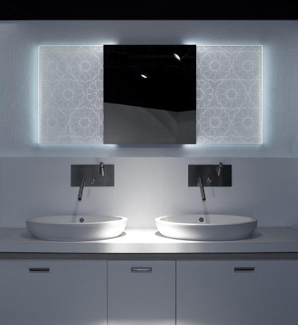 Badezimmerspiegel holografischem Effekt Elia Felices unglaubliches Waschbecken