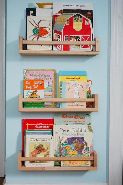 Coole Ideen Organisation von Kinderbüchereien Holzregale